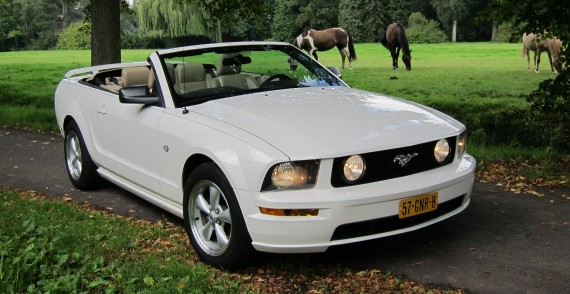 Ford Mustang Cabriolet trouwauto huren