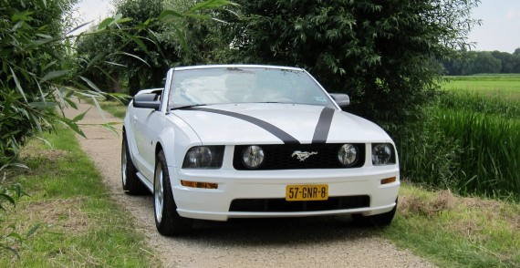 Ford Mustang Cabriolet trouwauto voorkant
