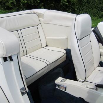 Excalibur Phaeton Cabriolet (wit/wit) trouwauto achterbank