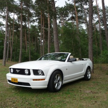 Ford Mustang Cabriolet trouwauto zijkant