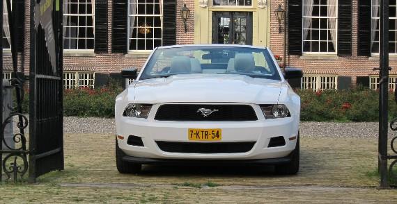 Ford Mustang Cabriolet (nieuw) trouwauto voorkant